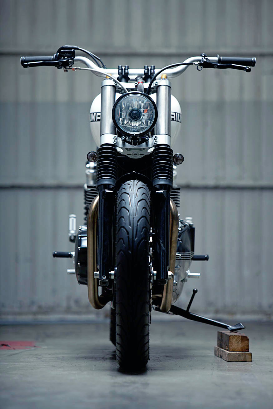 KIDDO MOTORS TRIUMPH THRUXTON (1)
