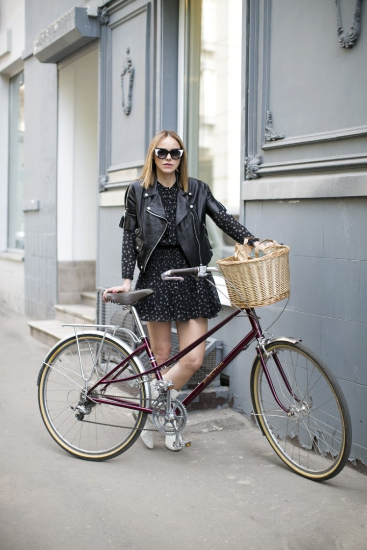Moscow's Bike Riding Fashionistas :: Alena Chendler