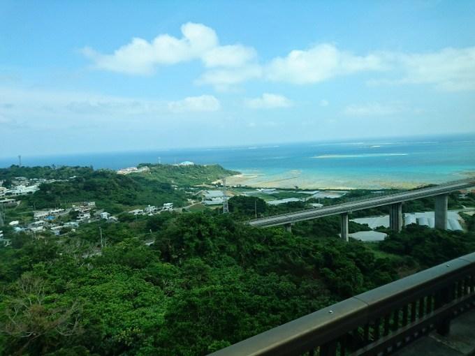 出ました!南部の観光ルートに欠かせないニライカナイ橋からの風景!