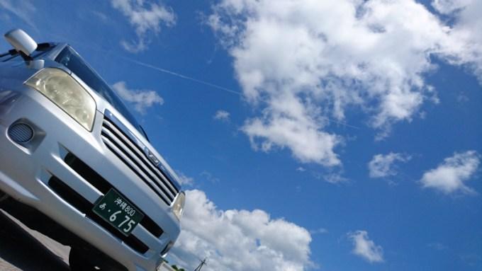 抜ける青空。この空の下を介護タクシーで走り抜けましょう!