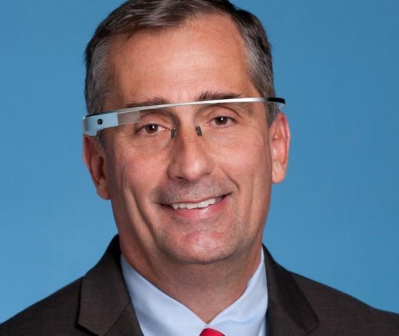 Brian Krzanich usando Google Glass