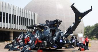 Nada demais, é só um besouro-rinoceronte-robô de 17 toneladas