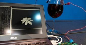 Intel apresenta processador ultra eficiente alimentado por uma bateria de vinho