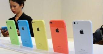 iPhone 5c desbotando: baixas vendas levam Apple a reduzir produção pela metade