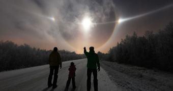 Incríveis luzes no céu parecem naves alienígenas invadindo a Terra