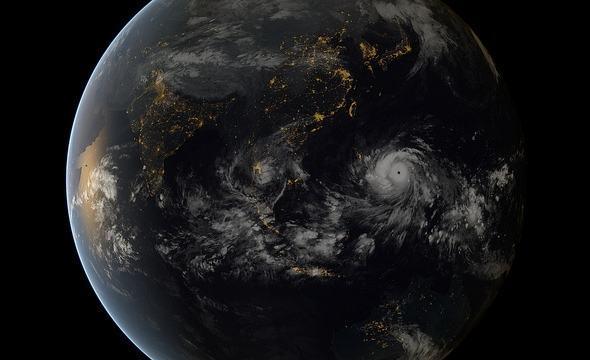 Combinação de imagens tiradas por satélites japoneses e europeus mostram a passagem do tufão Hayian sobre as Filipinas em 07/11. Clique para vê-la maior (Fonte: EUMETSAT)