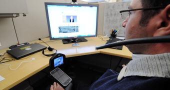 Um piercing na língua + App para iPod? BOOM: um controle de cadeira de rodas!