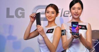 Curvas para todos: LG G Flex será lançado no Reino Unido em fevereiro