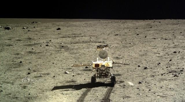 yutu-rover-on-the-moon-640x353