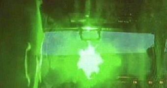 Imbecil que apontou laser para helicóptero pega 14 anos de cadeia