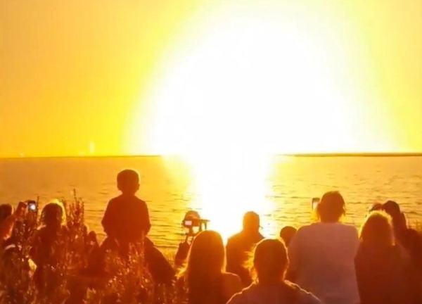 orbital_antares_explosion_onlookers_102814_945