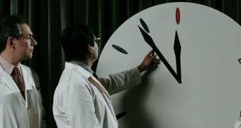 Cientistas avançam relógio do Apocalipse. Ozymandias aprova