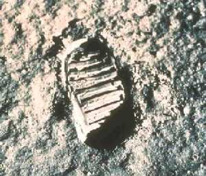 http://images.astronet.ru/pubd/2004/08/11/0001199049/foot_apollo11.jpg