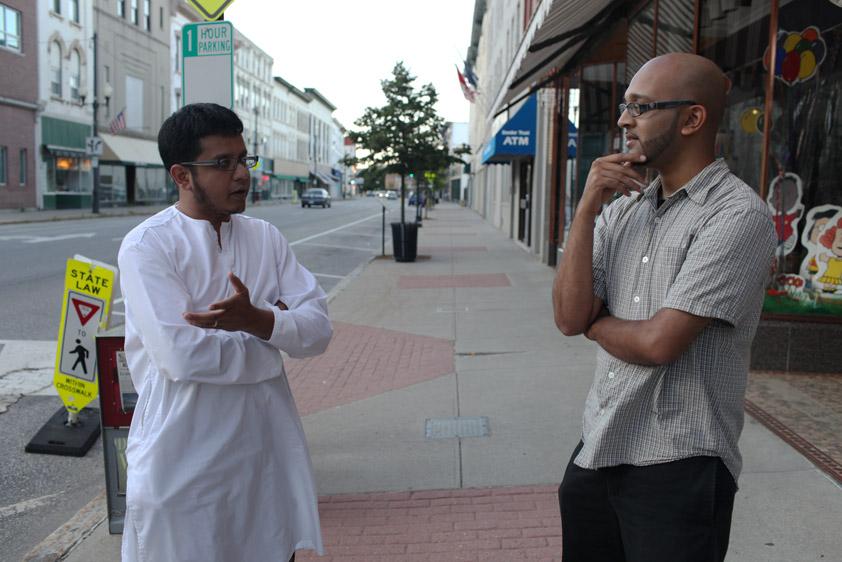 Aman Ali speaks with a local Muslim in Augusta, Maine (USA)
