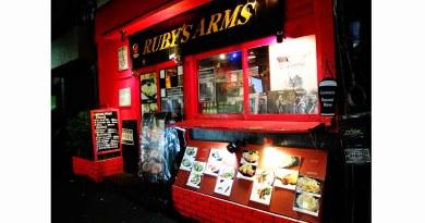 ジカセイスモウキーズ(自家製煙燻樂團)主唱/吉他手キノシタカズキ經營的酒吧「RUBY's ARMS」