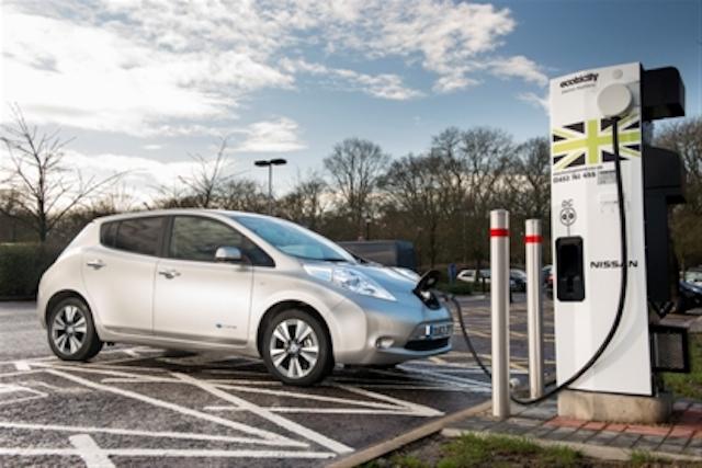 Nissan instala el cargador rápido número 1,000 para vehículos eléctricos en Europa