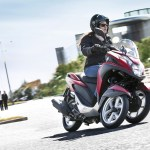 2015-yamaha-tricity-eu-anodized-red-action-008-1