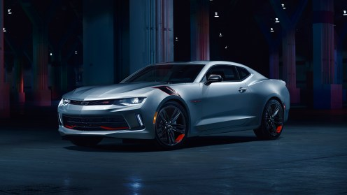 In a nod to the brand's heritage in motorsports, Camaro Redline features red and black hash mark fender graphics. Offered on LT and SS trim levels, Camaro Redline edition will be available before the end of 2017.