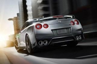 Así se pinta y pule un Nissan GT-R, un proceso artesanal