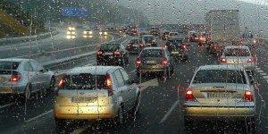 6 Errores más comunes al manejar en lluvia