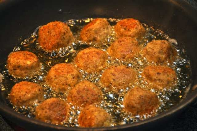 Polpette di melanzane (Eggplant Meatballs) frying away