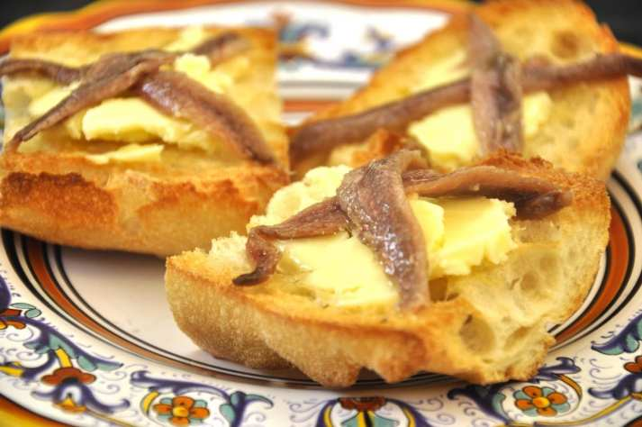 Pane burro e alici (Butter and Anchovies on Bread)