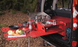 Módulo de acampamento transforma seu carro em casa no meio do mato