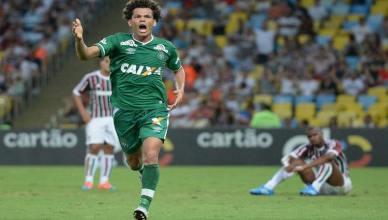 Camilo comemora o segundo gol da goleada da Chapecoense