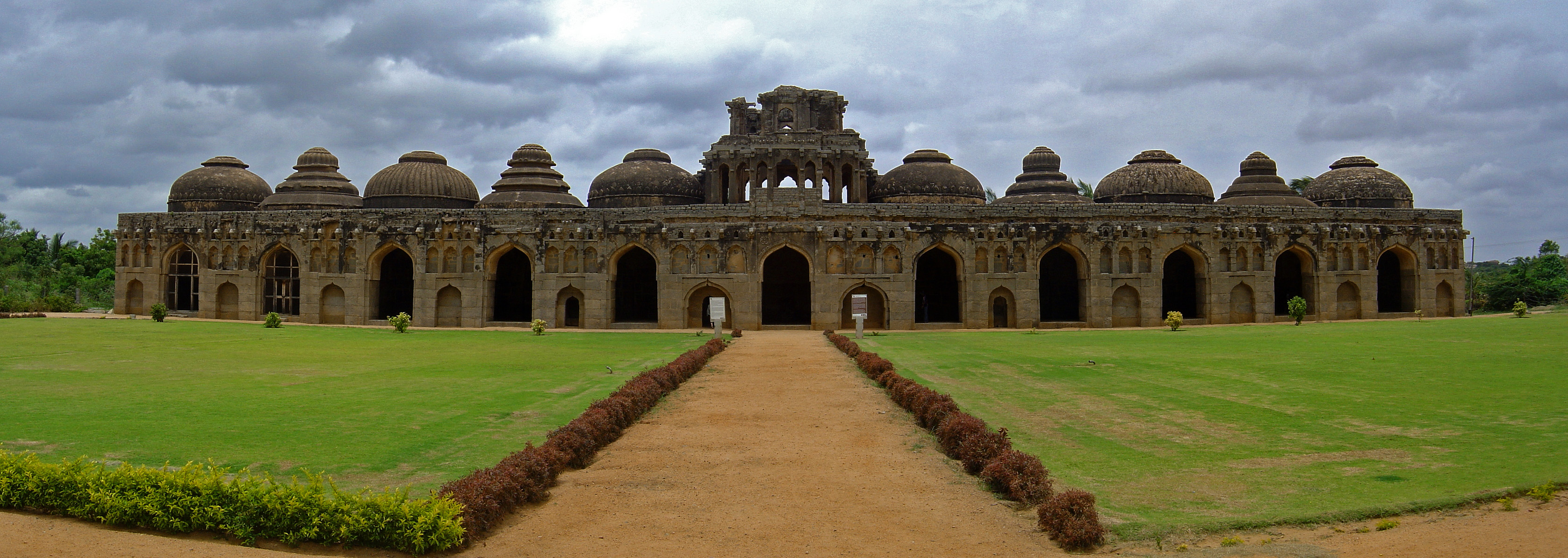 Elephant_stables_Hampi_Karnataka_India
