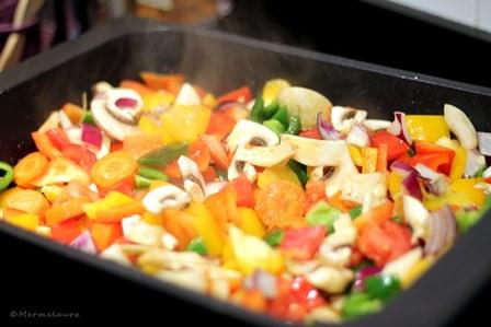 Pochando las verduras.
