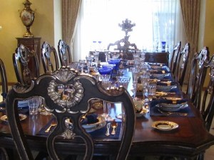 Many famous public figures have dined at Wayne Newton's table.