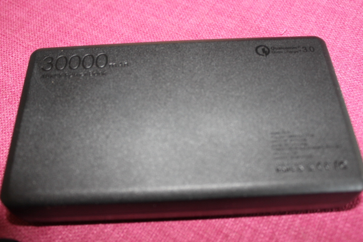 batterie-externe-aukey-30000mah-screen3
