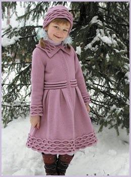 Милашка в вязаном пальто