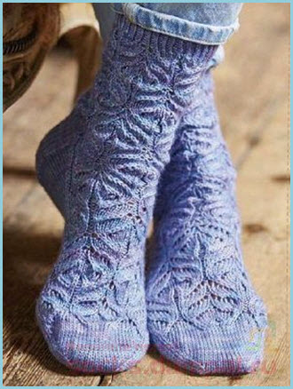 Ажурные голубые носки