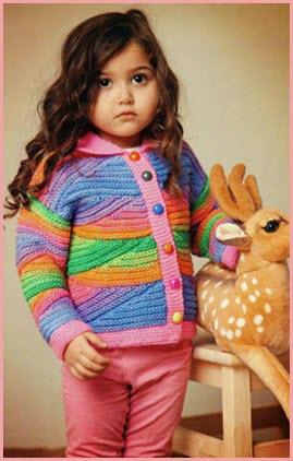 Девчушка в цветной кофточке