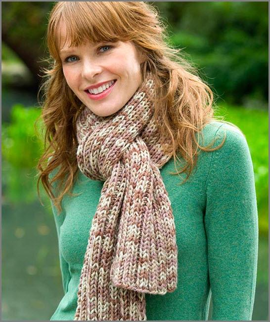 Девушка в шарфе