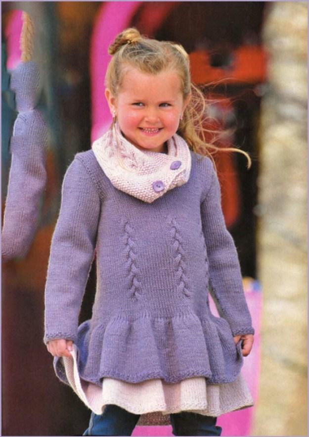 Фото с девочкой в вязаной тунике-платье