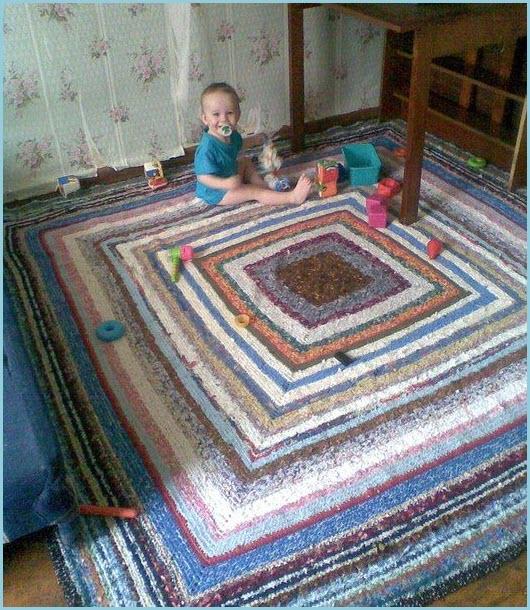 Вяжем коврик из старой одежды