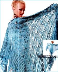 Голубая шаль с каймой и бахромой