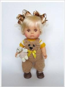 Кукла в комбинезоне