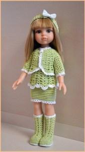 Миленькая такая кукла в вязаной одежде