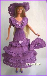 Прекрасная Барби в вязаной одежде