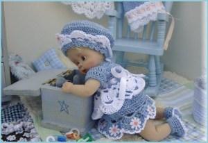 Куколка с игрушками