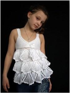 Девочка в вязаном топе