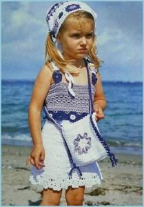 Девочка в вязаном топе и юбочке