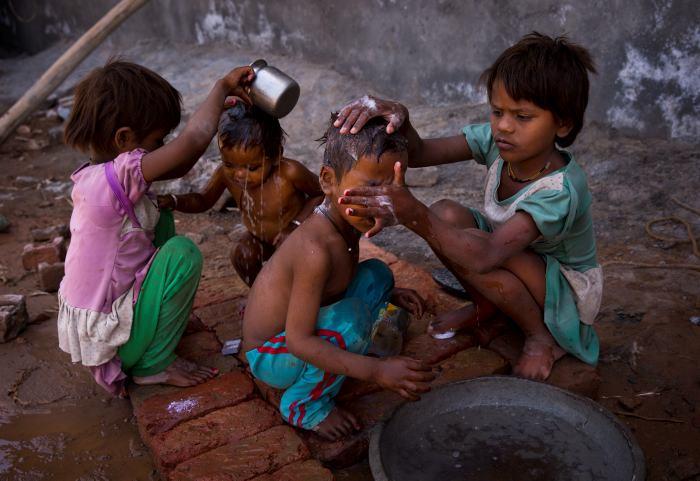¿A que se debe la ola de calor que ha cobrado miles de víctimas en La India?