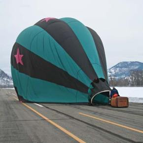 Pilot Dale Justice works to get the Outer Limits balloon ready to pack up for transport. Photo by Darla Hussey