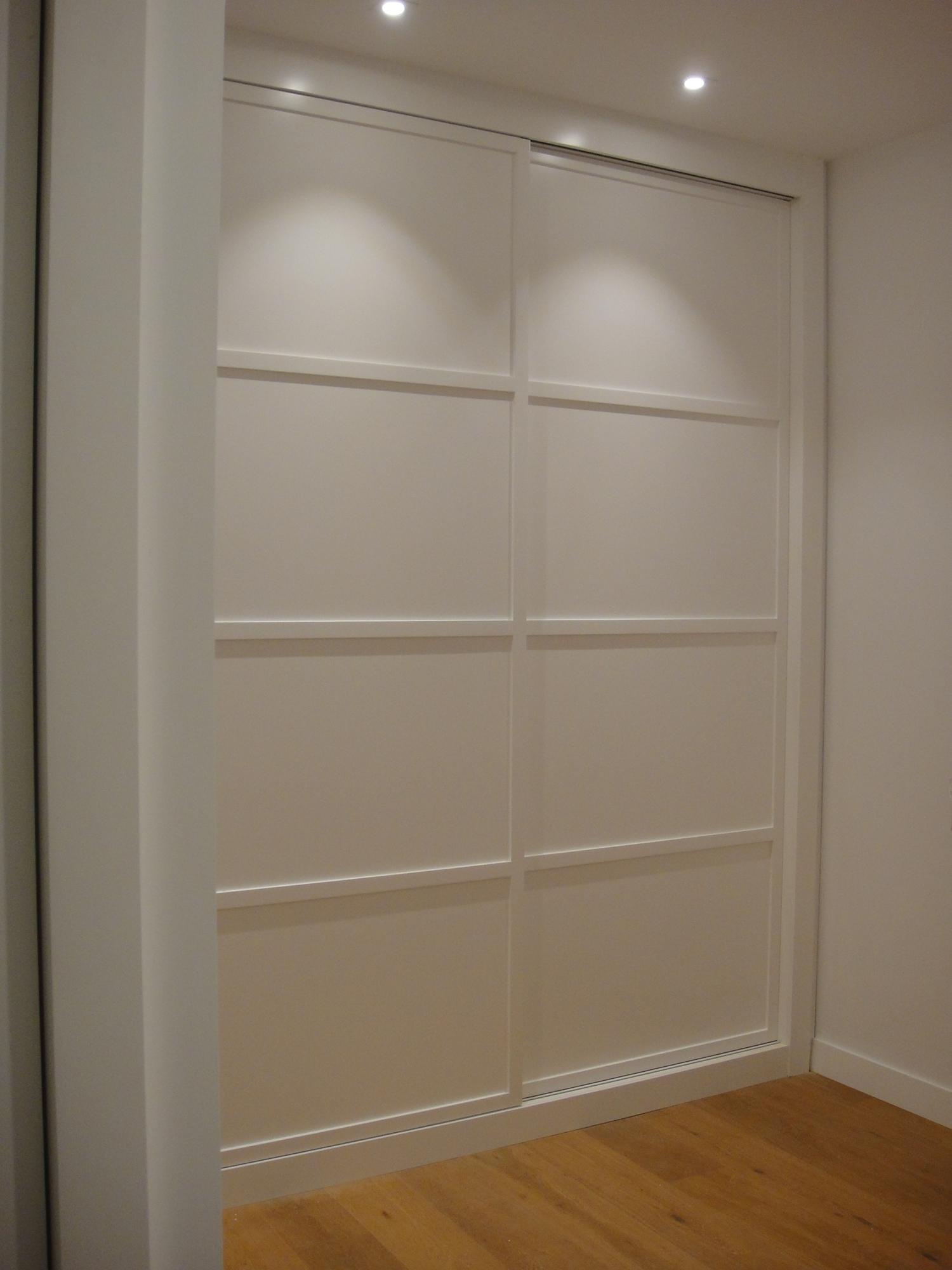 Puertas correderas blancas great good igualmente en los - Instalacion puertas correderas ...