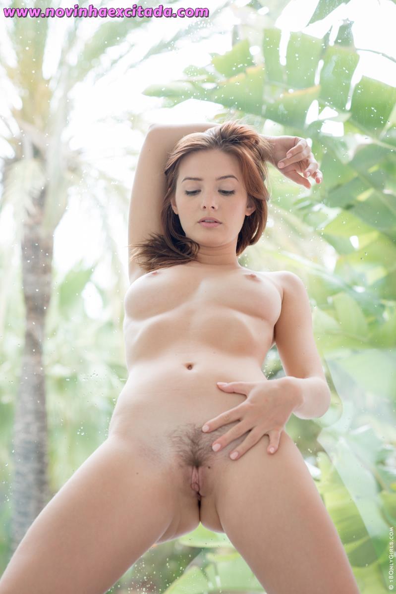 Mulheres nuas peladas de bucetas gostosas