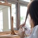 Trong trường hợp sản phụ bị trầm cảm sau sinh thì hiện tượng rụng tóc lại diễn ra càng rõ rệt.